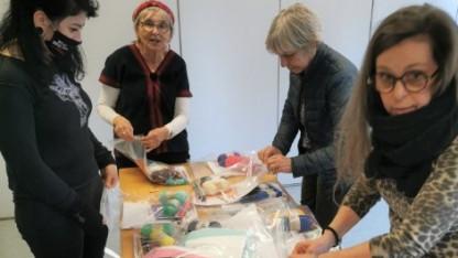 Frivillige pakkede krea-poser til indsatte kvinder